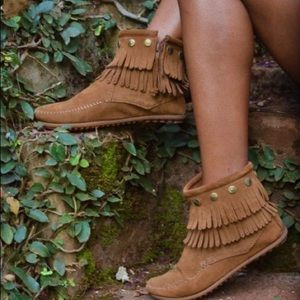 Minnetonka Suede Tiered Fringe Ankle Booties
